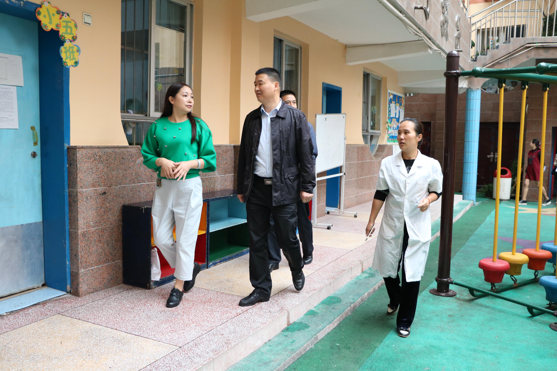 城中街道办事处领导莅临鹤城区幼儿园检查指导卫生工作